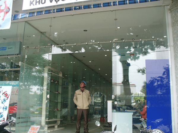 cửa kính cường lực an toàn chống trộm