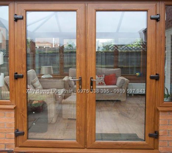 mẫu cửa kính cường lực khung gỗ