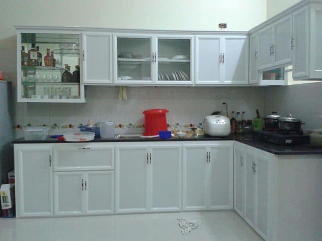 có nên làm tủ bếp nhôm kính không