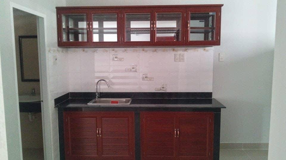 mẫu tủ bếp nhôm kính
