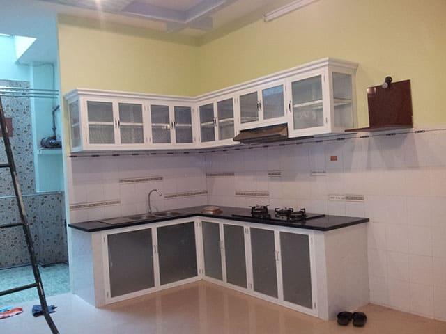 Ưu điểm của tủ bếp nhôm kính sơn tĩnh điện là gì?