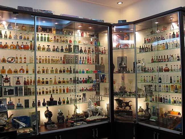 tủ rượu nhôm kính đẹp